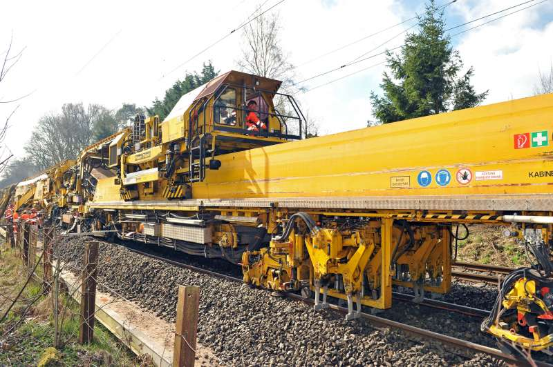 PM 1000 URM: the integrated lifting, lining and tamping module ensures that construction trains can run on the track straight after its renewal.
