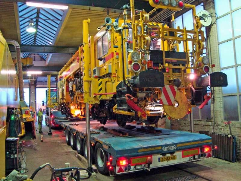Machine transport using a flatbed trailer
