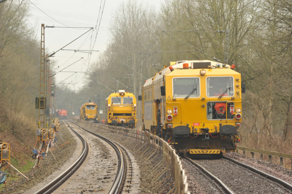 09-4X Dynamic Tamping Express, EM-SAT 120 and BDS 2000 attend to the final geometry of the renewed track.