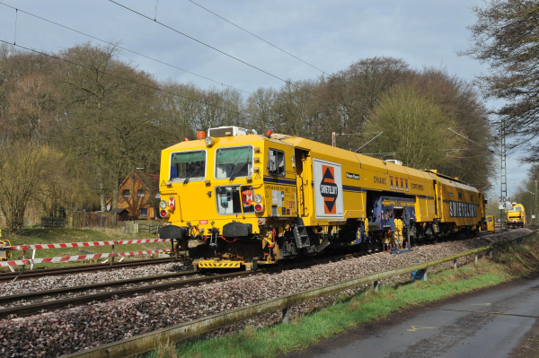 09-4X Dynamic Tamping Express during work close to Dollern.