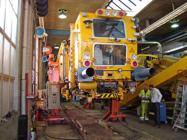 Tamping machine during gauge conversion in the workshop