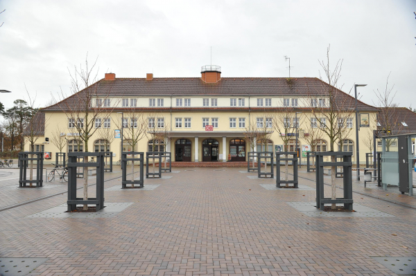 The station building of Binz railway station was built in 1938. Now, its front yard has been redesigned.