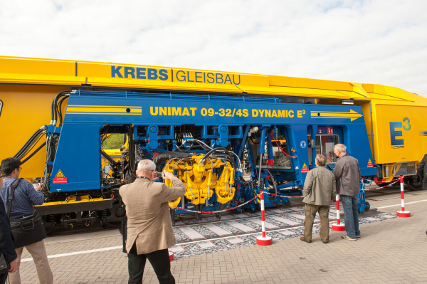 Unimat 09-32/4S Dynamic E³ with hybrid drive for Krebs Gleisbau AG