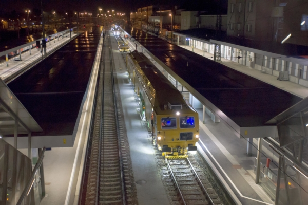 During work, the machine may only emit little noise and CO2 emissions, particularly when working in tunnels, in urban areas or during the night.