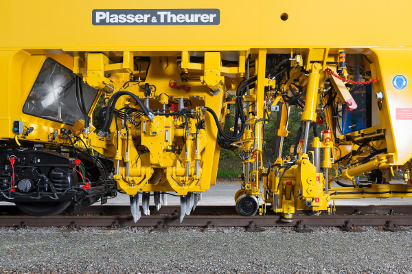 Laterally displaceable universal tamping units with a pivoting suspension, lifting and lining unit with one roller lifting clamp per rail