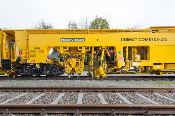 Tamping units, lifting and lining unit and 3-rail lifting unit for maintaining tracks and turnouts.