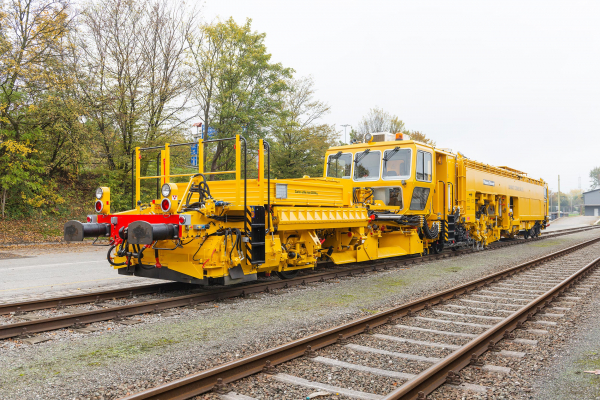 The Italian State Railway RFI will receive a total of 13 Unimat Combi 08-275.