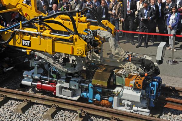 Very much in demand, the APT 1500 RL is a flash-butt welding machine in road-rail design.