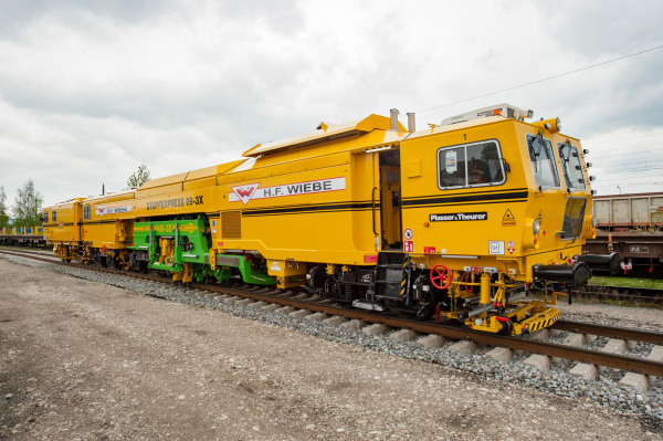 Unrivalled for 20 years - the 09-3X Tamping Express.