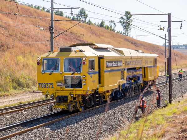 Positive experiences made on all continents - here during operation in South Africa - confirm the concept of the 09-3X Tamping Express, a 3-sleeper tamping machine.