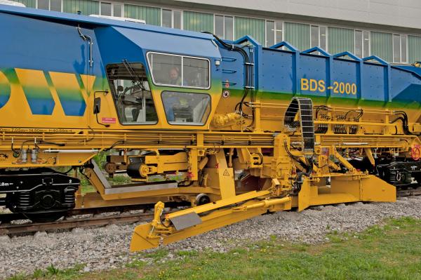 Das Schotterbewirtschaftungssystem BDS 2000-4 für Gleise und Weichen bringt dafür ideale Voraussetzungen mit.