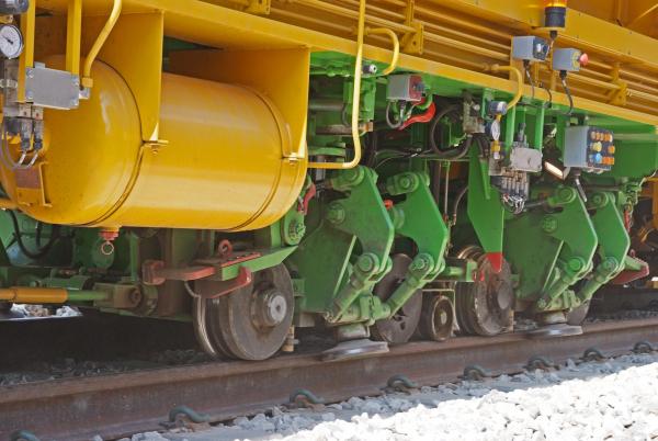 Das immer weiter perfektionierte Verfahren der dynamischen Gleisstabilisierung setzt sich bei Bahnen und Infrastrukturbetreibern auf allen Kontinenten durch.