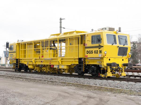 Der auf der iaf gezeigte, unabhängig selbstfahrende DGS 62 N in offener Bauweise wird von der MAV in ganz Ungarn auf ihren Normalspurstrecken eingesetzt.