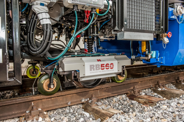 At speeds of up to 60 km/h, the ultrasonic rail testing system detects faults in the rails.