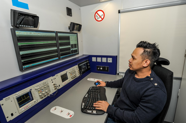 Workplace of the measuring engineer in the EM80HU