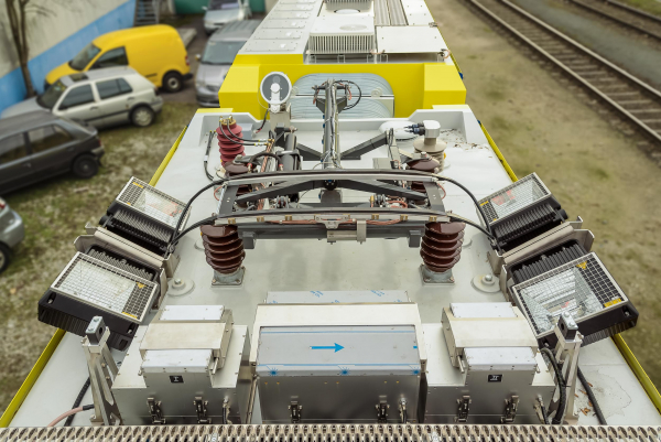 Catenary wire geometry measuring system for measuring the contact wire, the acceleration between the pantograph and the contact wire and pole detection