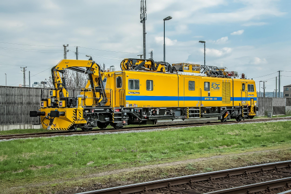 """The first of the three intervention vehicles for speedy """"first aid"""" operations and regular assembly works on the overhead line system: the MTW100.013/7 motor tower car"""