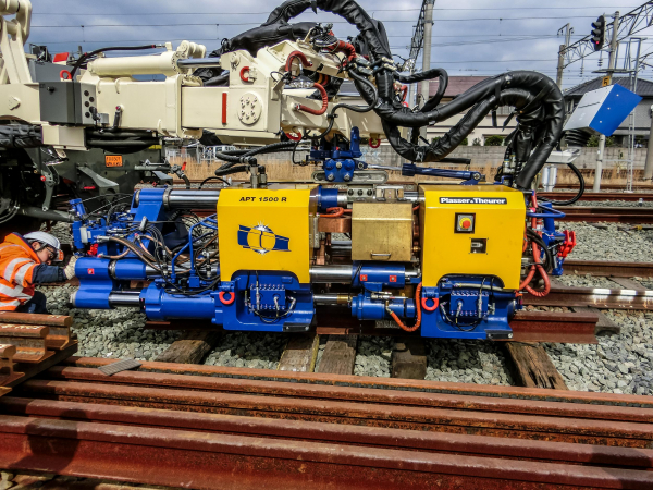 The APT 1500 R during preparation for the operation on Japanese Cape gauge tracks.