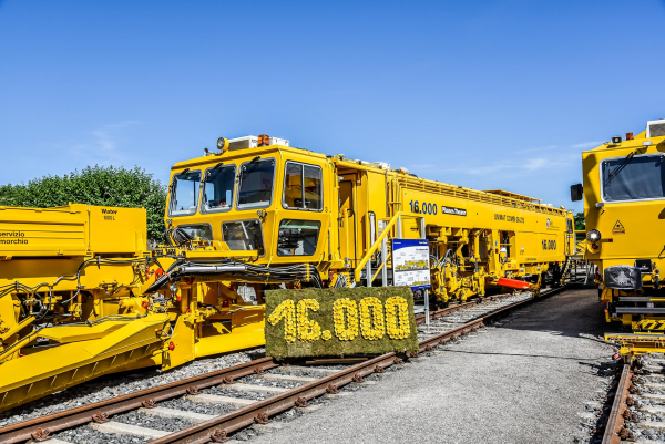 The 16,000th Plasser & Theurer machine for Rete Ferroviaria Italiana