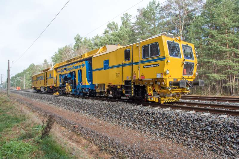 The new machines (Unimat 09-4x4/4S and USP 4000 SWS) have already maintained the track on the upgraded line between Berlin and Dresden.