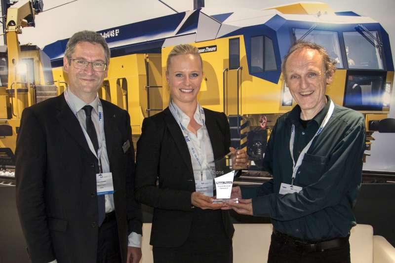 Plasser&Theurer was presented with the 2016/2017 railway technology innovation award (from left to right: Johann Dumser, Victoria Max-Theurer (both Plasser & Theurer), Prof. Dr. Uwe Höft (Privatbahn Magazin))