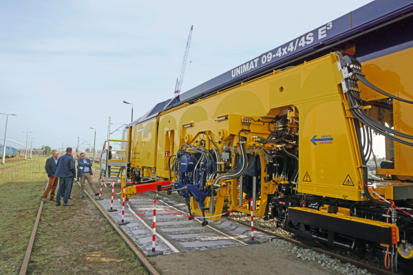 12th International Railway Fair TRAKO - Unimat 09-4x4/4S E³: technology and design highlight