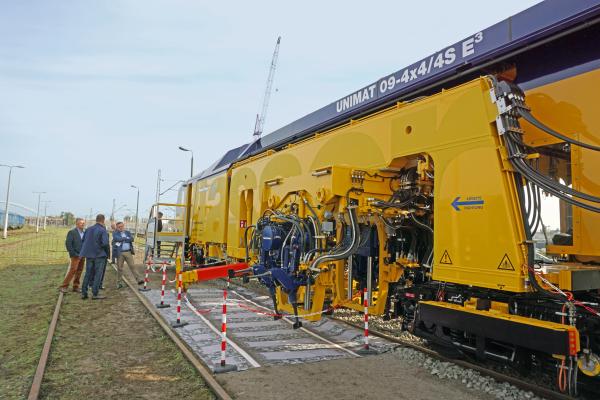 12th International Railway Fair TRAKO - Unimat 09-4x4/4S E³: technology and design highlight