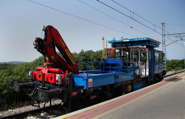 Vehicles which can be used flexibly for the repair and maintenance of the rail infrastructure on both railway and metro lines are in demand.