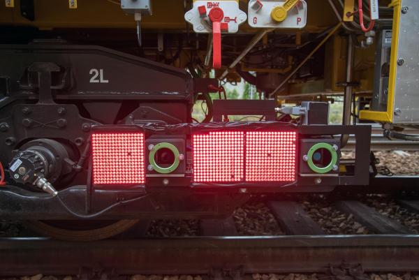 Des panneaux lumineux DEL créent une situation d'éclairage standardisée.