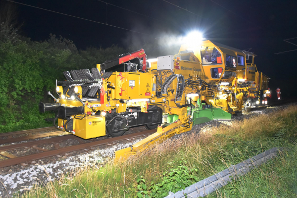 The new USP 2000 C2 universal ballast regulating machine during operation on a track section with y-steel sleepers