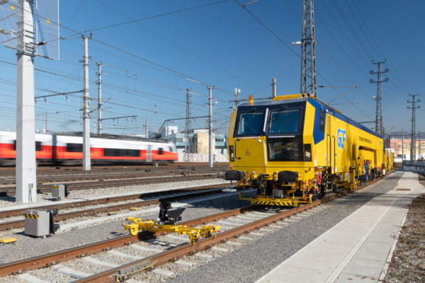A newly designed Unimat 09-32/4S universal tamping machine was delivered to GCF in Italy.
