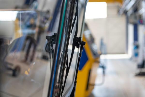 Die Vorteile des Fließbandes wurden mit denen der Standplatzmontage kombiniert.
