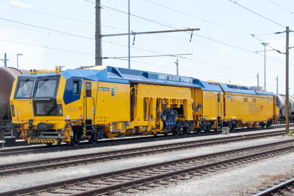The Unimat 09-32/4S Dynamic E3 continuous action 2-sleeper track and turnout tamping machine was delivered to Italy in late summer 2018.