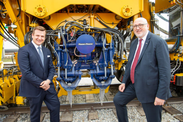 """Plasser & Theurer is an important partner for us when we want to make use of new, safe, economically efficient and environmentally-friendly machines and systems"", said Andreas Matthä."