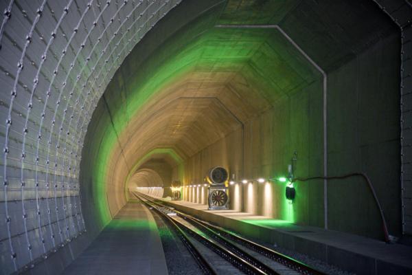 Dos tubos paralelos de 15,4 km de longitud reducirán el tiempo de viaje entre Locarno y Lugano de 58 a 30 minutos. Foto © AlpTransit Gotthard AG