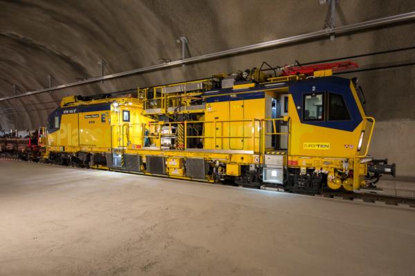 Der Motorturmwagen HTW 100 E³ bietet geballtes technisches Know-how für viele Arbeiten im Tunnel.