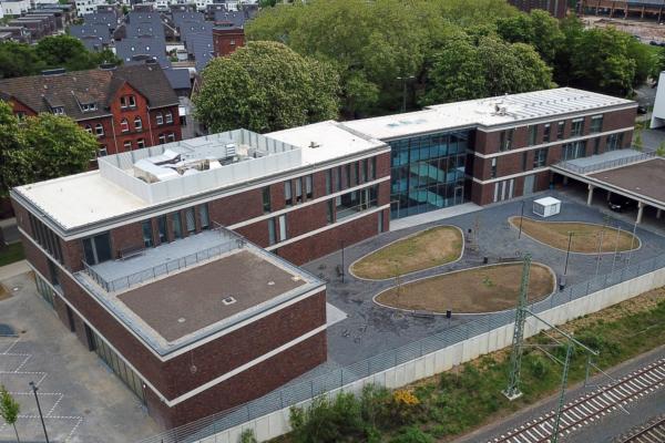 En mayo de 2019, PMC Rail International Academy inauguró en Leverkusen-Opladen su nuevo centro de formación en temas relacionados con la infraestructura ferroviaria.