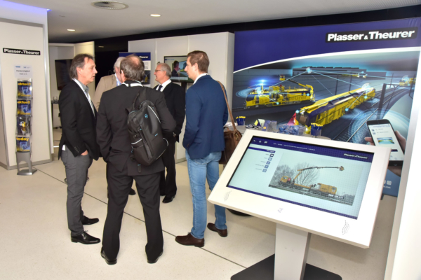 At the iaf Congress 2019, PlasserSmartMaintenance was one of the key topics at the exhibition stand in the foyer.