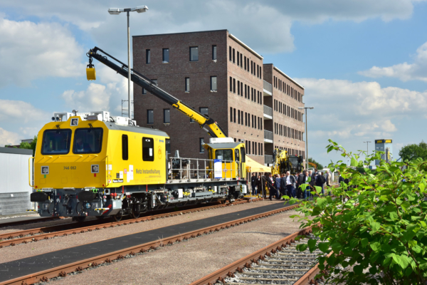 A brand-new track working vehicle for DB Netz AG as the largest exhibit added to the small trade exhibition at the iaf Congress for Railway Infrastructure Works.