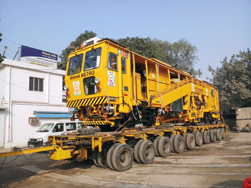 The Plasser 08-16 B SH/ZW universal tamping machine was delivered to Maha Metro Nagpur on 18th December 2018 and will be used in the two depots of the new metro. After Delhi and Bangalore, this is the third machine of this type for Indian metros.