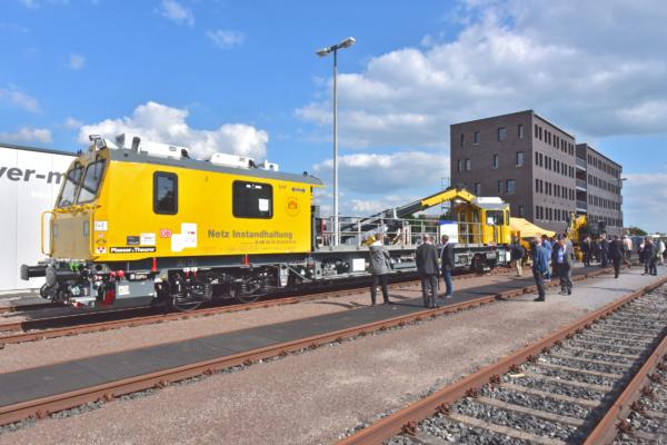In zwei Jahren trifft sich hier wieder die Gleisbauwelt: Bei der Fachausstellung anlässlich des iaf-Kongresses BahnBau war diesmal ein GAF für DB Netz das größte Exponat.