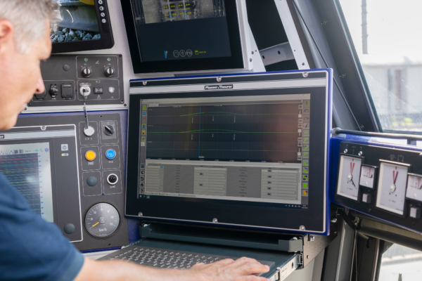A time-saving step in the process: work results are documented using the new inertial measuring technology.