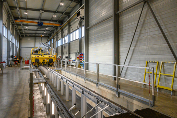 53 m long, 16 m wide, 10 m high: the new workshop for machine adjustments.