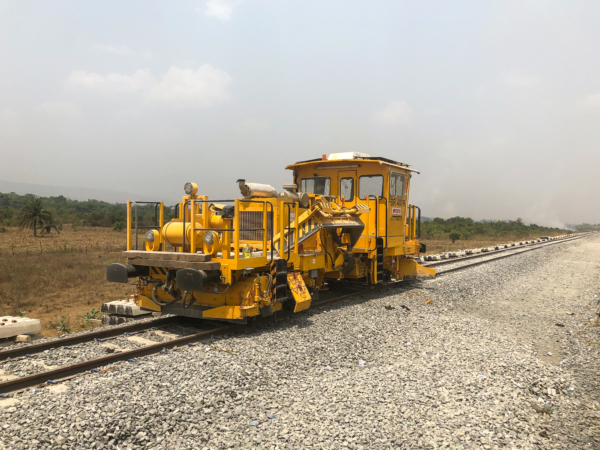 The PBR 400 R ballast distributing and profiling machine provides the correct ballast cross-section, ensuring a durable track geometry and preventing track buckling.