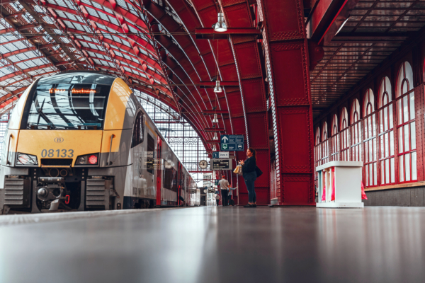 Infrabel maintains a 3,602 km rail network with more than 4,000 turnouts and crossings.