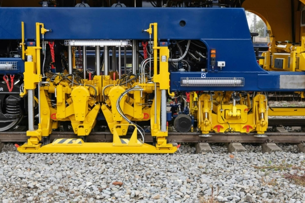 Simultaneous tamping of three sleepers is not only fast - it ensures a high degree of linearity
